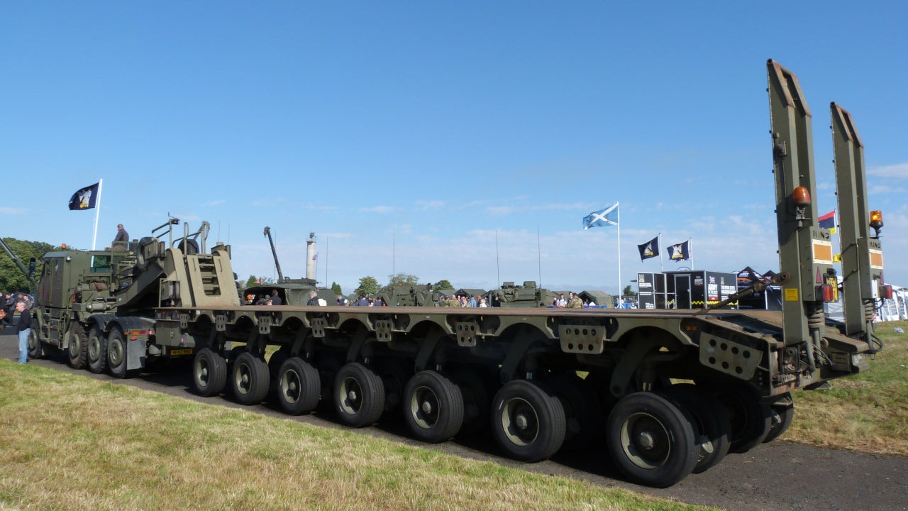 Image 2-Oshkosh 1070F Heavy Equipment and Tank Transporter Systems