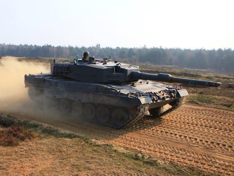 Image 2-Leopard 2 Main Battle Tank