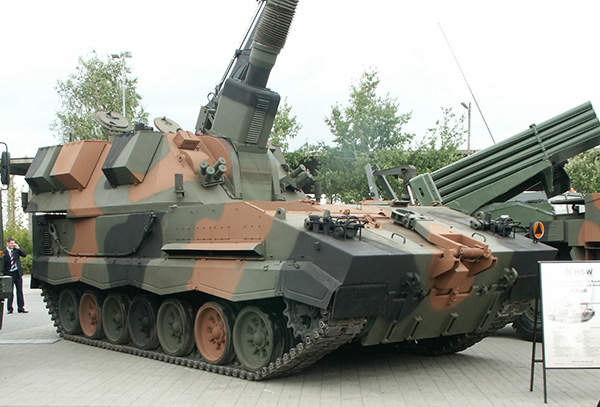 KRAB 155mm Self-Propelled Howitzer integrates AS90 Braveheart turret, Pibwl.