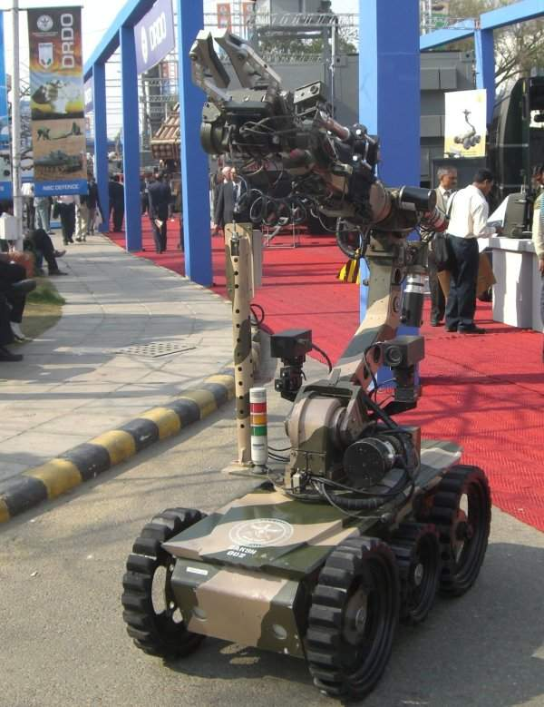 The Remotely Operated Vehicle (ROV) Daksh is designed and developed by the Defence Research & Development Organisation for the Indian Army. Image courtesy of Jjamwal.