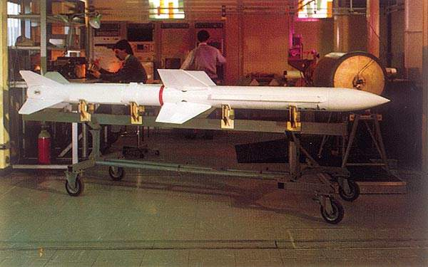The Aspide 2000 missile uses semi-active radar homing and has a range of 25km.