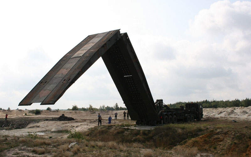 The MS-20 Daglezja towed support mobile bridge is designed by OBRUM. Image courtesy of Ministerstwo Obrony Narodowej.