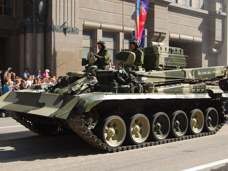 BREM-1M armoured repair and recovery vehicle is based on the modified T-72A main battle tank. Image courtesy of Anton.