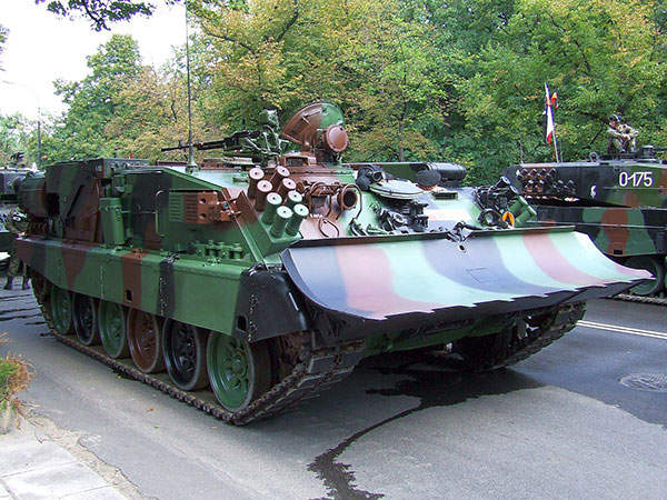 The WZT-3M is an armoured recovery vehicle operated by the armed forces of India and Poland. Image courtesy of Hiuppo.