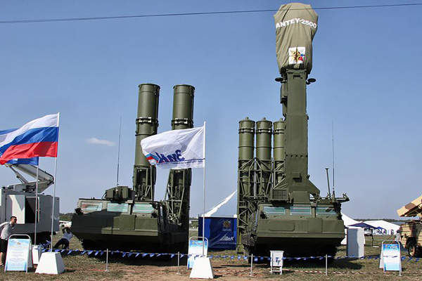 The S-300VM missile system is manufactured by Almaz-Antey. Image courtesy of Vitaly V. Kuzmin.