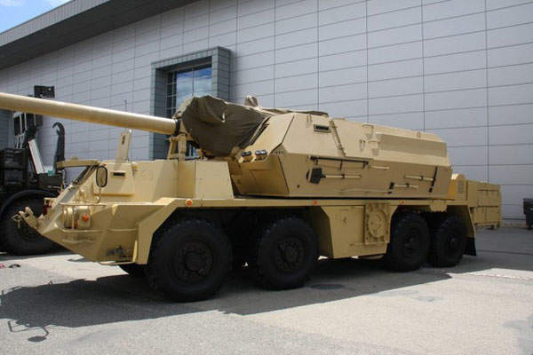 The ZUZANA 2 155mm self propelled gun howitzer is mounted on a TATRA 8x8 special chassis. Image courtesy of Martin Koller.