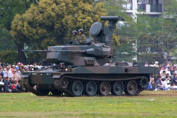 The SPAAG is based on the modified chassis of the Type 74 main battle tank. Image courtesy of Los688.