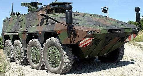 272 Boxer vehicles have been ordered by the German Army and 200 vehicles by the Royal Netherlands Army.