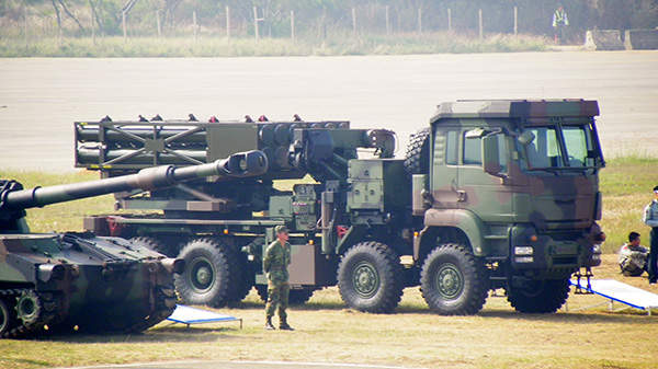 A Ray-Ting 2000 Artillery Multiple Launch Rocket System displayed during Houko Camp Open day. Image courtesy of 玄史生.