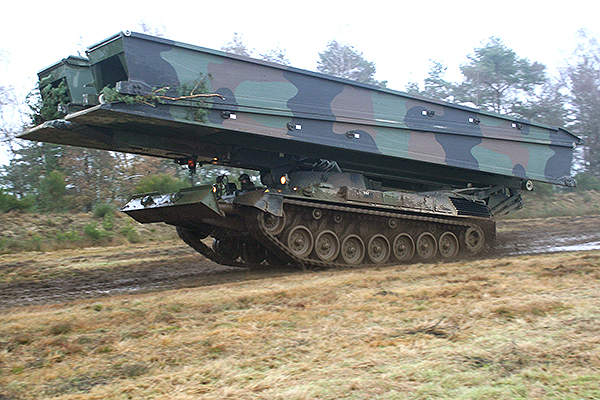 Side view of a Leguan mounted on tracked vehicle. Image courtesy of Krauss-Maffei Wegmann.