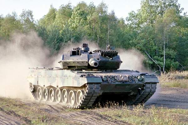 A new smoothbore gun, the 120mm L55 Gun, was developed by Rheinmetall Waffe Munition of Ratingen, Germany to replace the shorter 120mm L44 smoothbore tankgun on the Leopard 2.