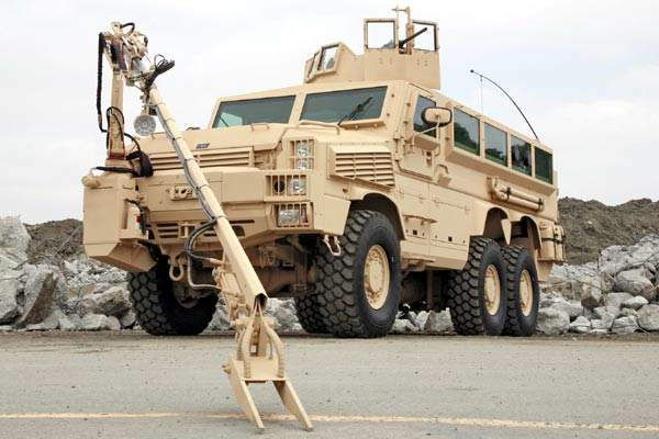 RG33 category II 6×6 vehicle with explosives ordnance disposal arm