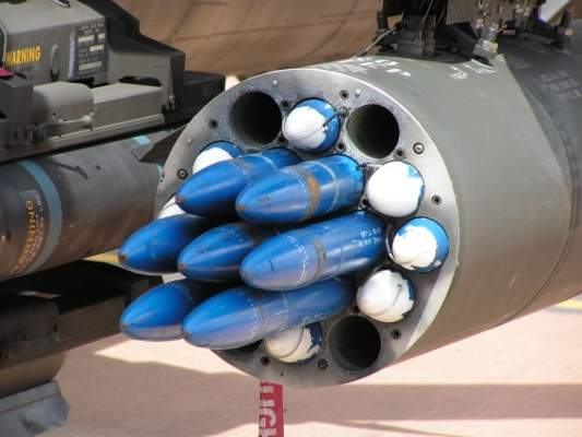 The Hydra-70 rocket system can be mounted on many rotary and fixed-wing aircraft. Image courtesy of Dammit.