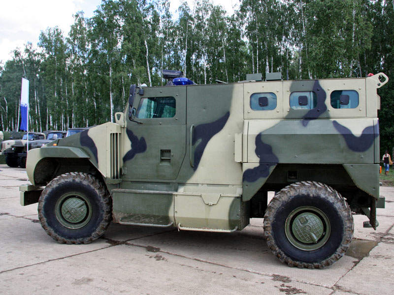 The SPM-3 vehicle is powered by YaMZ-7601 diesel engine. Image courtesy of Vitaly V. Kuzmin.