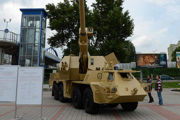 The ZUZANA 2 howitzer was demonstrated at the International Defence Exhibition (IDEB) 2014 in Bratislava, Slovakia. Image courtesy of Ministère de la Défense.