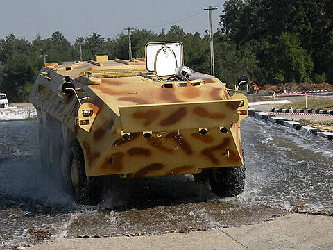 The Saur 2 wheeled armoured vehicle is fully amphibious and can swim at a speed of 10km/h. Image courtesy of Dragoş Anghelache (Magazine Fortelor Terestre).