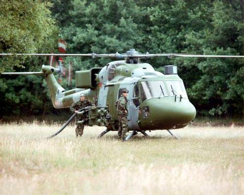 Refuelling the UK Army Lynx AH mk 7.