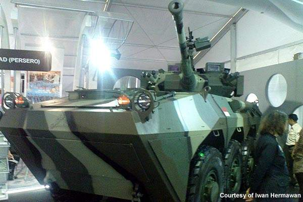 Indonesia's Ministry of Defence placed an order with PT Pindad in 2008 for 150 units of APS-2 6×6 APCs, plus four armoured reconnaissance.