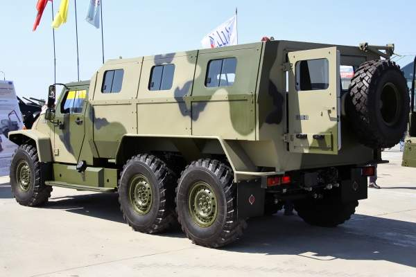 The Volk variant VPK-39273 is a 6x6 vehicle with armoured cab and separate troop compartment. Image courtesy of Vitaly Kuzmin.
