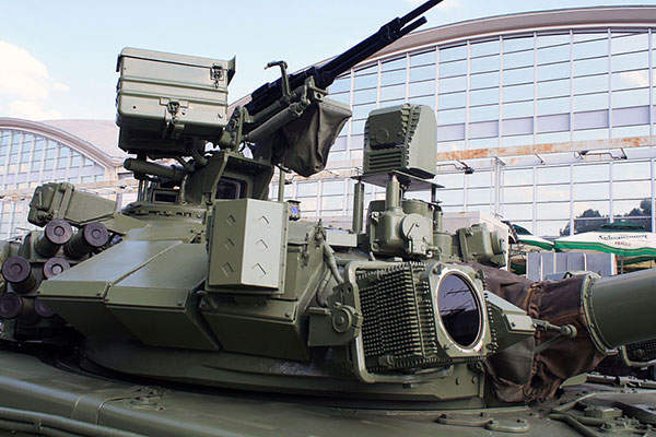 The gunner's main sight is an independently stabilised, day / night, two-axis, line-of-sight sighting system. Image courtesy of Srđan Popović.