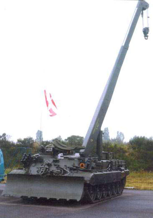 The WZT-3M armoured recovery vehicle is fitted with a hydraulic crane with a hoisting capacity of 15t.