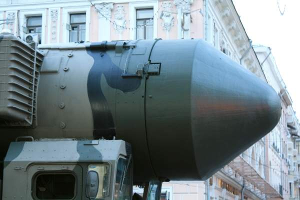A close view of the Topol-M missile launching container. Image courtesy of ru:Участник:Goodvint.
