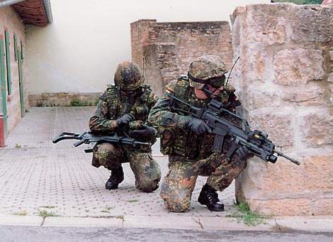 Two soldiers utilising the NavICom C4I system