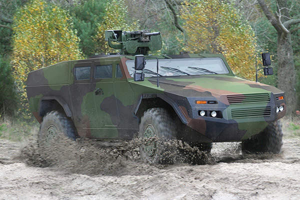 A Fennek 2 wheeled armoured vehicle demonstrates its mobility on a sandy terrain. Image courtesy of KMW.