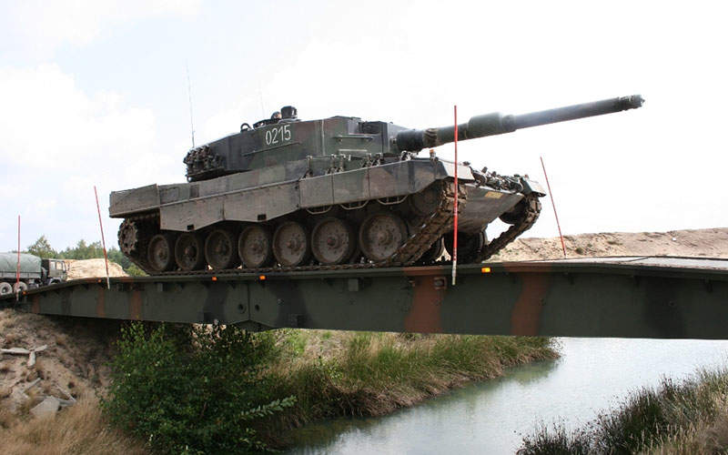 The MS-20 Daglezja bridgelayer can withstand tracked vehicle loads up to MLC 70. Image courtesy of Ministerstwo Obrony Narodowej.