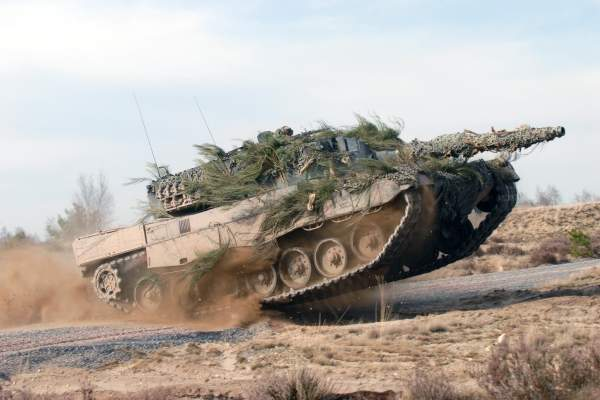 The Leopard 2 is equipped with a land navigation system consisting of a Global Positioning System (GPS) and an inertial navigation system.