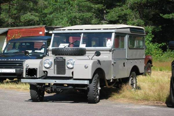 The Series I Land Rover was a very basic model and based upon aluminium construct giving it exceptional corrosion resistance.