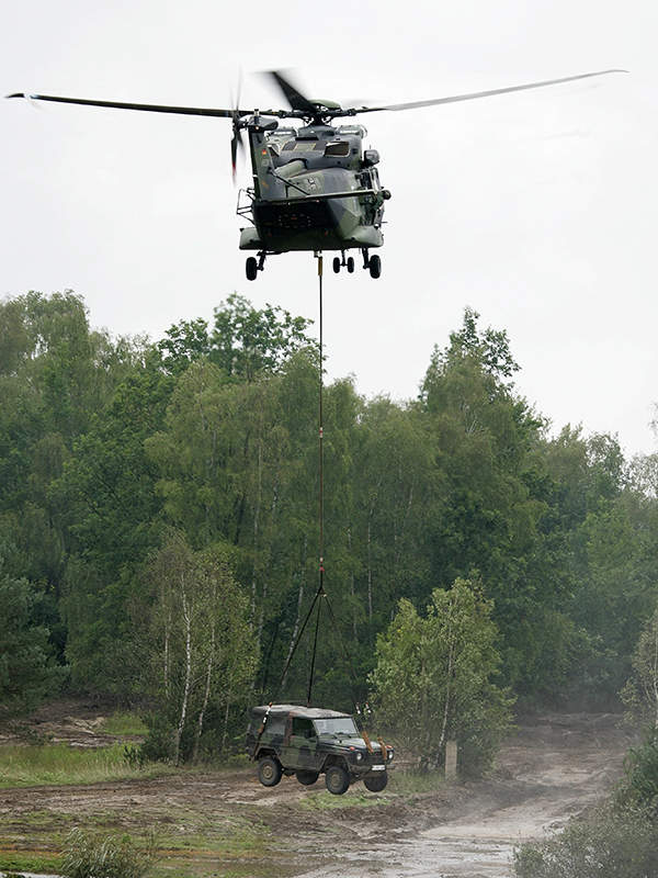 A  NH90 TTH of German Army lifts a Wolf light armoured vehicle. Image courtesy of Bundeswehr-Fotos.