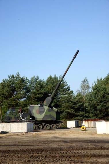 AGM howitzer rear mounted on the Artillery Gun Module