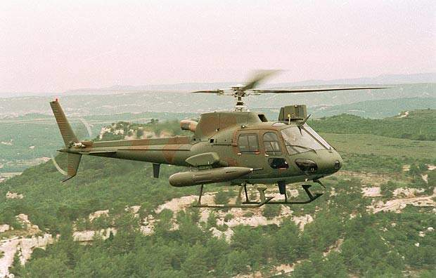 The AS 550 can be fitted with the Giat 20mm gun type M621 and the FN Hershal twin 7.62mm and 12.7mm machine gun pod.