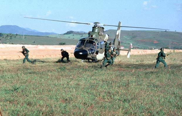 As a tactical troop transport, the Panther has the capacity to transport ten commandos.