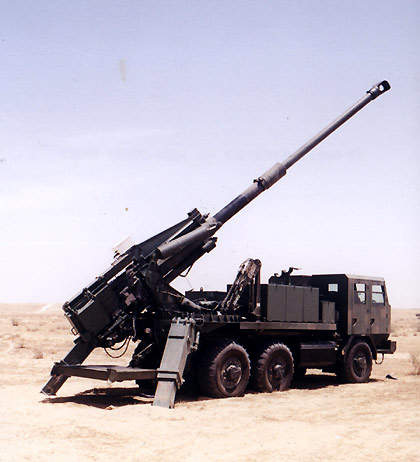 The Atmos 2000 fitted with a 52 calibre gun in a desert setting