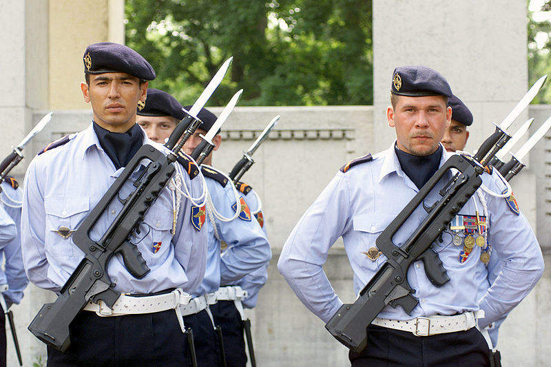 France military personnel cuts