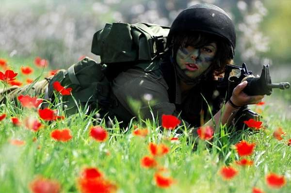 Female Israeli soldier