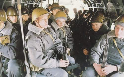 Troops are accommodated on three rows of seats in the cargo cabin.