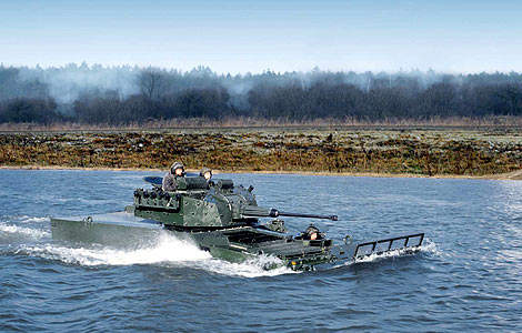 The water speed of the amphibious 8x8 is 10km/h.