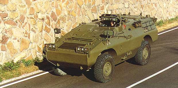 The Puma 4x4 wheeled armoured fighting vehicle carries 6 troops plus driver and has a combat weight of 5.7t