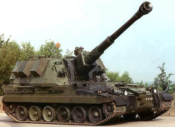 AS90 was first operational in 1993. Close-up of the AS90 Braveheart howitzer.