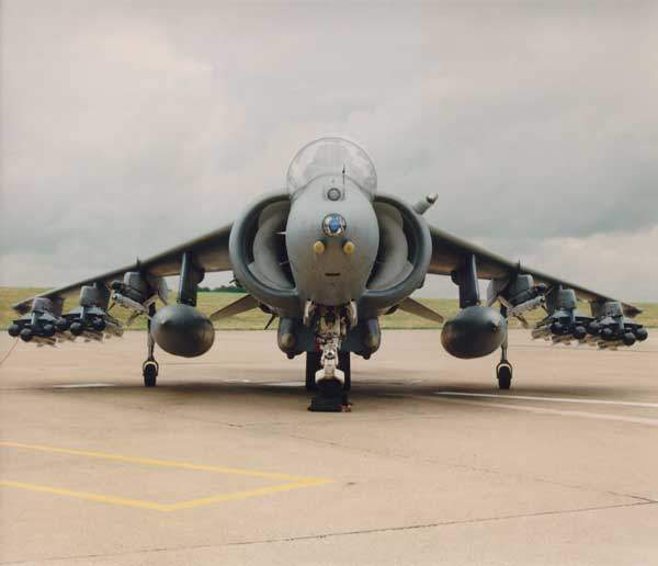 Brimstone missiles are to be fitted on RAF Harrier GR7/9 aircraft.