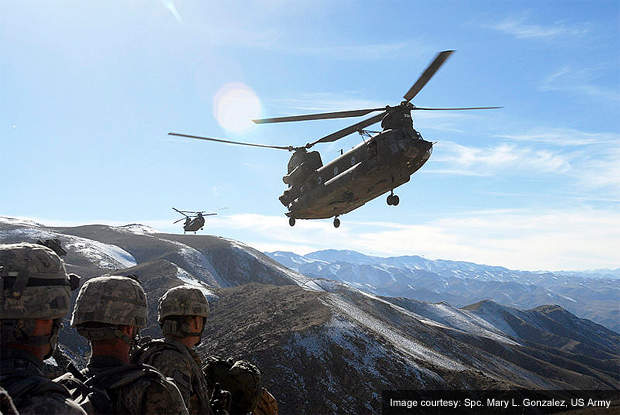 Chinook helicopters fly in to pick up US troops in Afghanistan.
