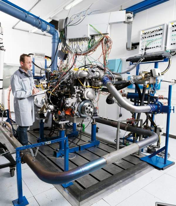 Fully automatic engine test bench