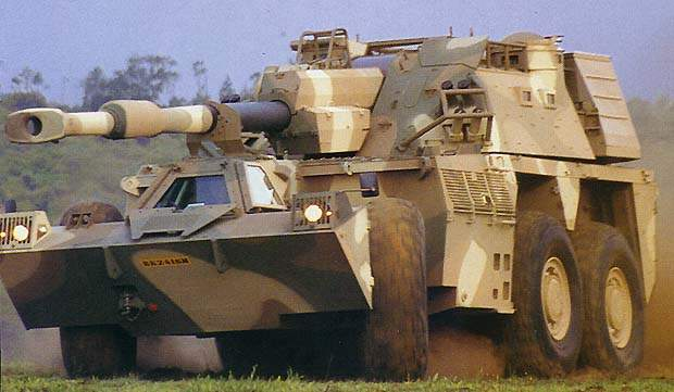 G6 Self Propelled Howitzer with large cannon capabilities