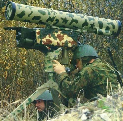 Two soldiers using the Kornet-E anti-armour missile system