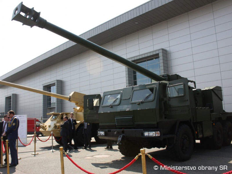 A prototype of the EVA 155mm 8x8 truck-mounted howitzer was exhibited at the seventh IDEB show in Slovakia. Image courtesy of Ministry of Defense of Slovak Republic.