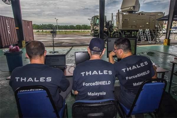 Thales engineers