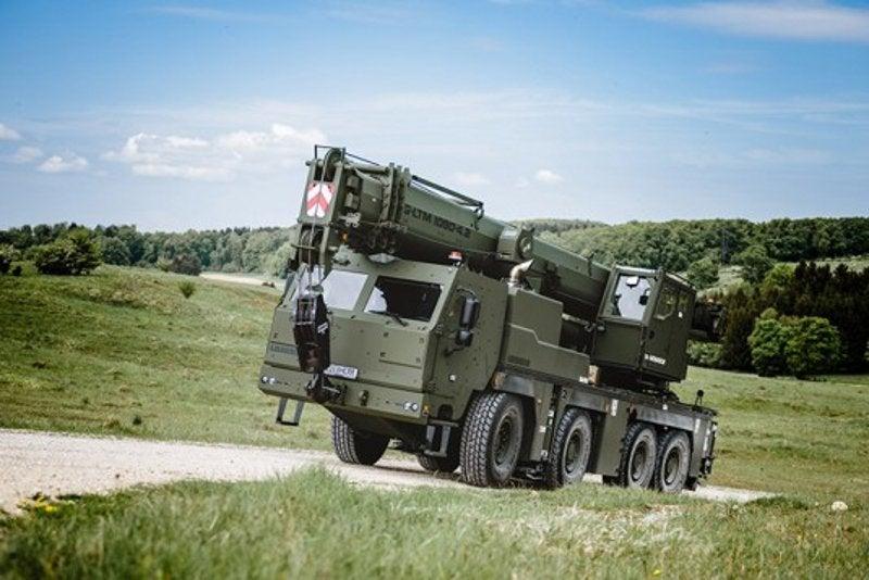 Bundeswehr cranes